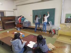 子供達が勉強中